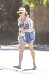 Robin Wright - Out in Venice 04/15/2020