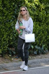 Sarah Michelle Gellar - Out in Brentwood 04/04/2020