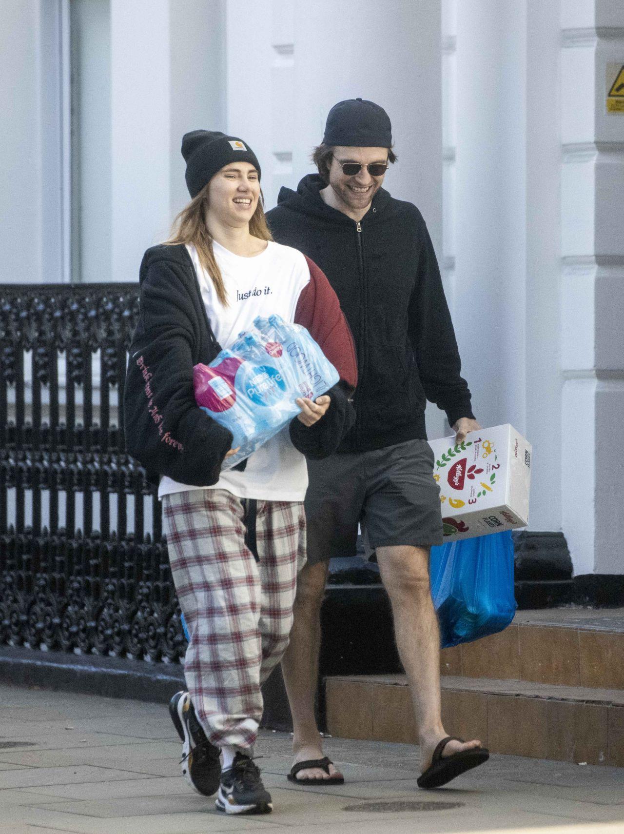 Suki Waterhouse and Robert Pattinson - Shopping in London ...
