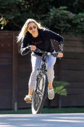 Ali Larter - Enjoys a Bike Ride Near Her Pacific Palisades Home 05/12/2020