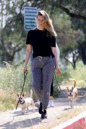 Alicia Silverstone  - Hike in LA 05/09/2020
