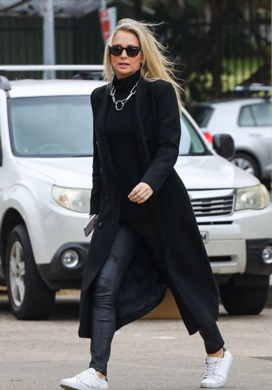 Anna Heinrich Street Style - Sydney 05/24/2020
