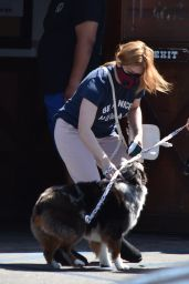 Ariel Winter - Takes Her Dog to a Veterinarian Clinic in Studio City 05/04/2020