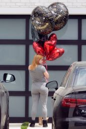 Ariel Winter With an Assortment of Balloons 05/12/2020