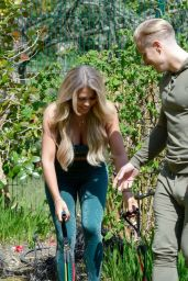 Bianca Gascoigne and Kris Boyson - Working Out in Gravesend 05/25/2020