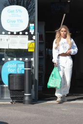 Bianca Gascoigne in Casual Outfit - Shopping in Kent 05/07/2020
