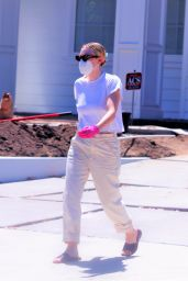 Dakota Fanning - Moving Boxes From Her Car Into a Home in LA 05/04/2020