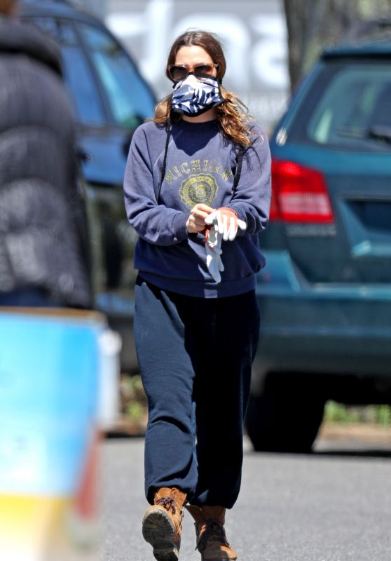 Drew Barrymore - Grocery Store Run in the Hamptons 05/07/2020