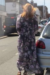 Eleanor Tomlinson - Shopping in Coventry 05/19/2020