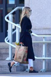 Elsa Hosk - Shopping at Trader Joe