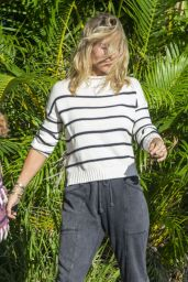 Elsa Pataky Makeup-Free in Casual Outfit 05/18/2020