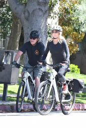 Goldie Hawn and Kurt Russell - Bike Ride in Brentwood 05/21/2020