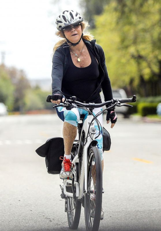Goldie Hawn Bike Ride 05/19/2020