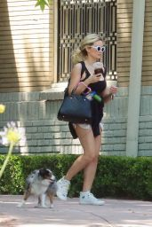 Holly Madison - Out in LA 05/03/2020
