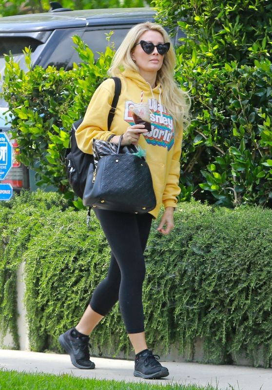 Holly Madison Street Style 05/23/2020