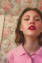 Iris Apatow - FaceTime Photoshoot May 2020