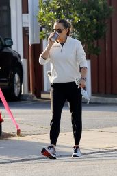 Jennifer Garner - Out in Pacific Palisades 05/24/2020