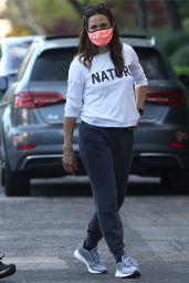 Jennifer Garner Street Style - Pacific Palisades 05/05/2020