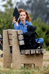 Jessica Chastain - Takes a Seat on a Bench in Pacific Palisades 05/08/2020