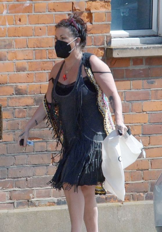 Jessie Wallace - Out in Hampstead, North London 05/09/2020