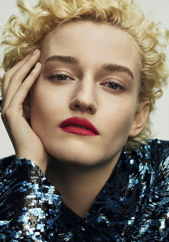 Julia Garner – S Moda Magazine April 2020 Photos