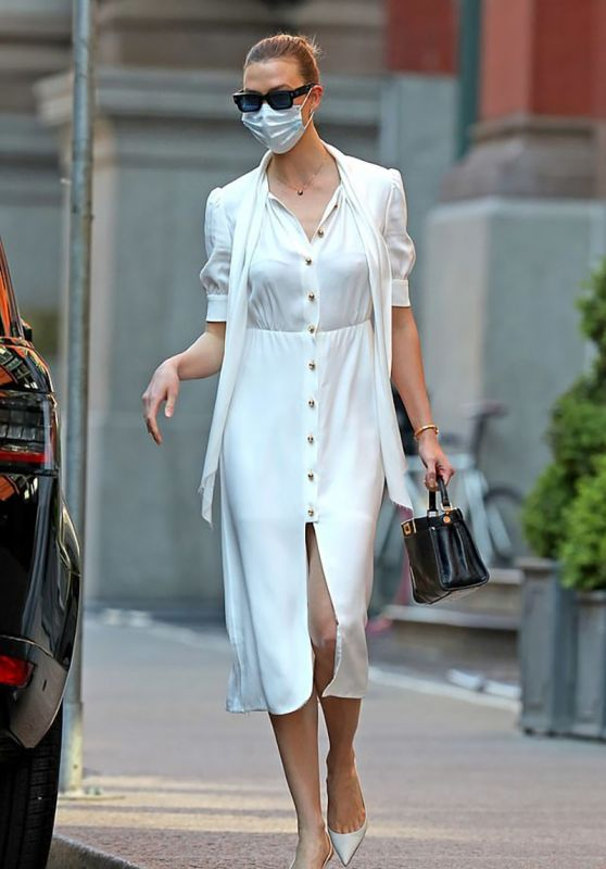 Karlie Kloss in Casual Outfit - NYC 05/12/2020