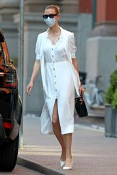 Karlie Kloss in Casual Outfit – NYC 05/12/2020 (more photos)