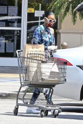 Kelly Rowland in an Off-The-Shoulder Tie-Dye Sweatsuit - Shopping in LA 05/11/2020