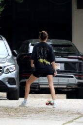 Kendall Jenner - Skateboarded in Los Angeles 05/12/2020
