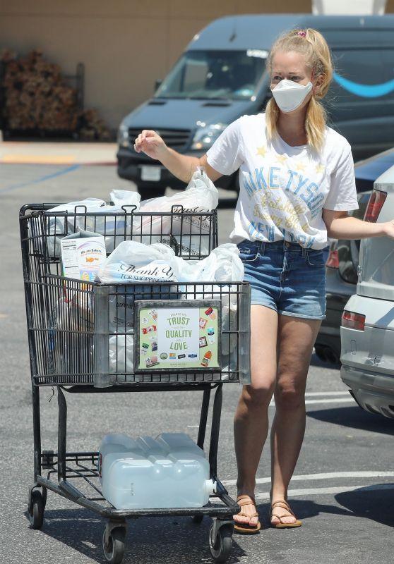 Kendra Wilkinson - Shopping in LA 05/03/2020