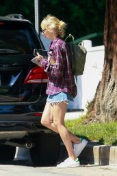 Kimberly Stewart - Out in Studio City 05/10/2020