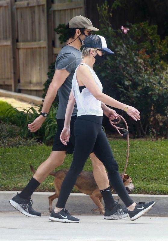 Kristen Wiig - Out in Los Angeles 05/11/2020