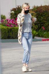Kristin Wiig - Shopping in Calabasas 04/30/2020