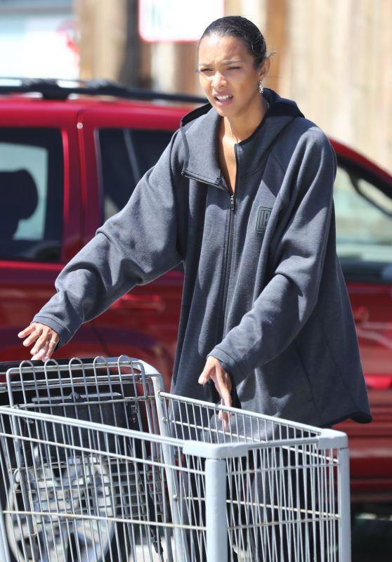 Lais Ribeiro - Grocery Shopping in Malibu 05/02/2020