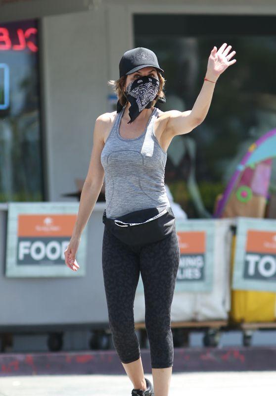 Lisa Rinna in Leggings - Bel Air 05/07/2020