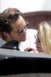 Margot Robbie and Tom Ackerley in a Passionate Embrace in Los Angeles 05/09/2020