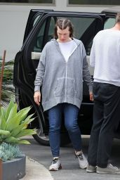 Milla Jovovich - Arriving at a Friend