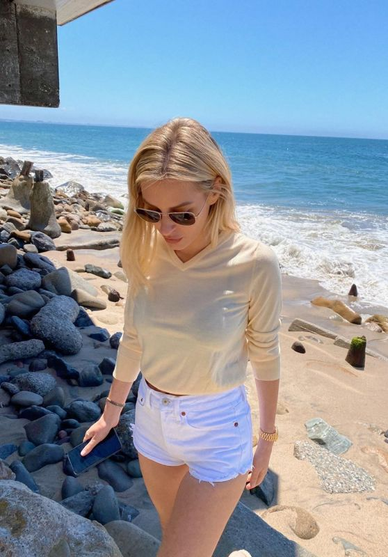 Morgan Stewart Outfit 05/21/2020