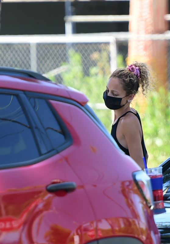 Nicole Richie - Out in Los Angeles 05/25/2020