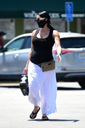 Nikki Bella Shows Her Growing Baby Bump - Grocery Shopping in LA 05/01/2020