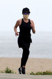Reese Witherspoon - Jogging in Los Angeles 05/10/2020