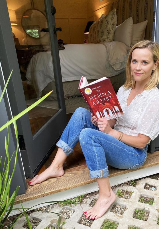 Reese Witherspoon - Social Media 05/01/2020