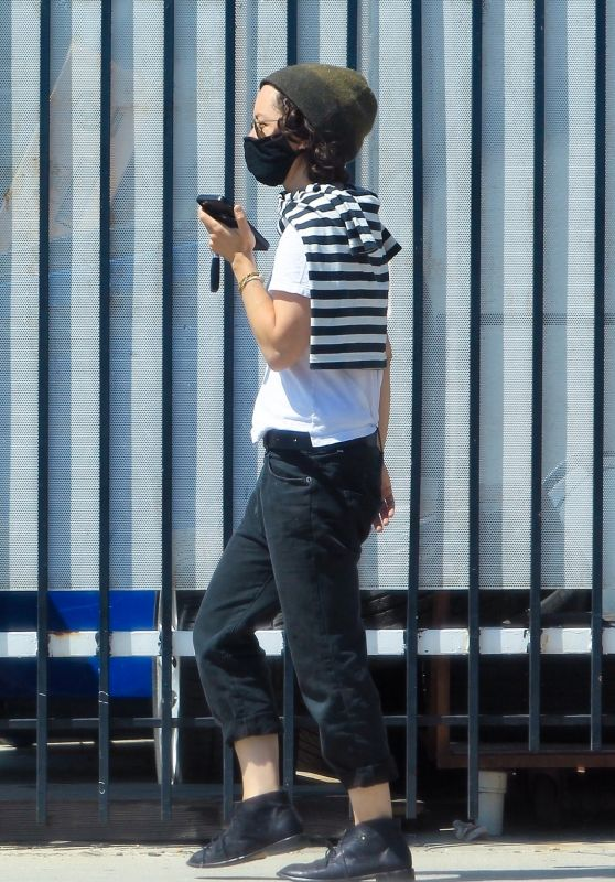 Sara Gilbert - Runs Errands in LA 05/28/2020