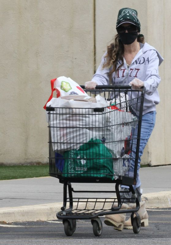 Sarah Jessica Parker - Grocery Shopping in New York 05/11/2020