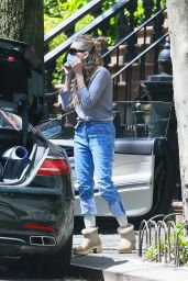 Sarah Jessica Parker Street Style - Heading to The Hamptons in NY 05/02/2020