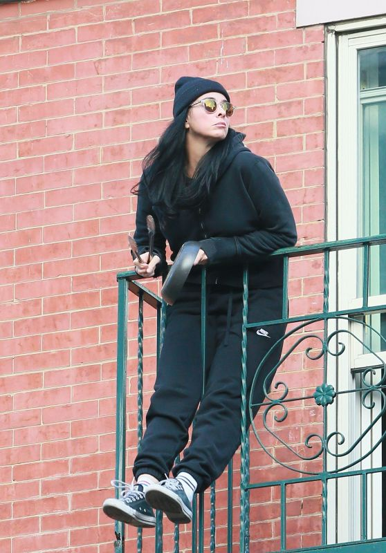 Sarah Silverman in Black Cable-Knit Sweater