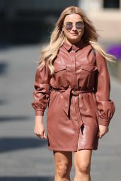 Sian Welby Street Style - April 2020