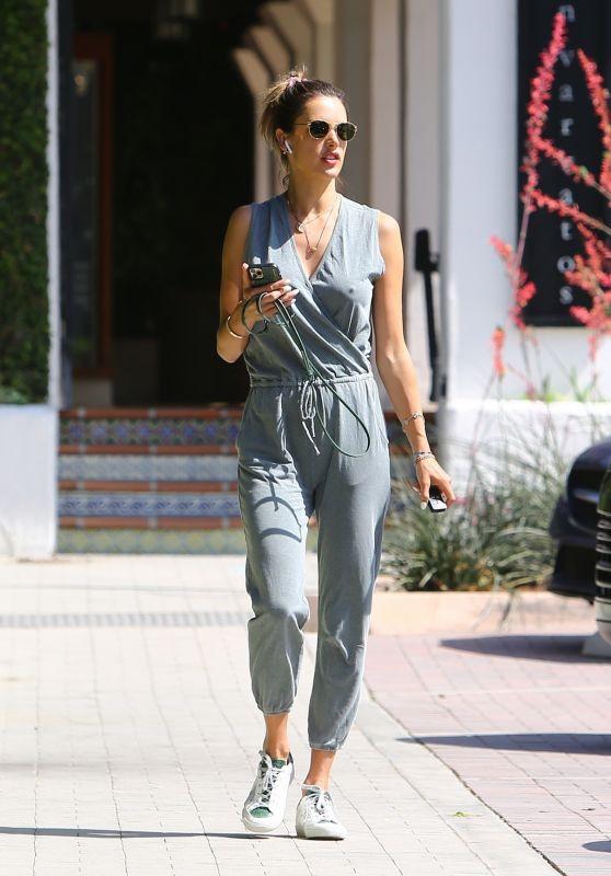 Alessandra Ambrosio Outfit - Malibu 06/25/2020