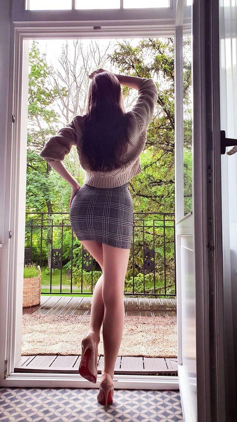 Ariadna Majewska sexy legs
