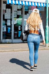 Bianca Gascoigne in a Tight White Crop Top and Skinny Jeans 06/26/2020